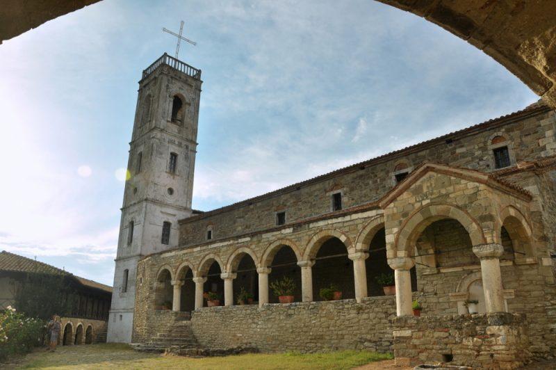 Monastyr Ardenica - jeden z najważniejszych ośrodków religijnych w Albanii.