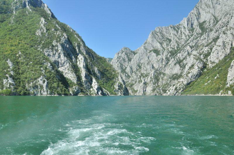 Jezioro Koman.