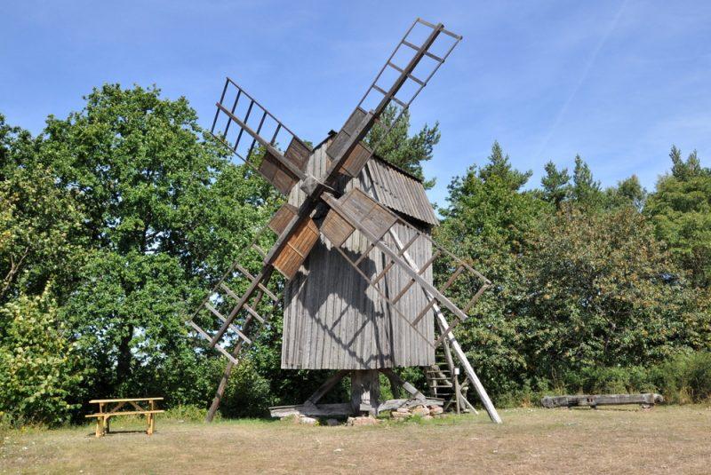 Wiatrak-koźlak gdzieś na Olandii.