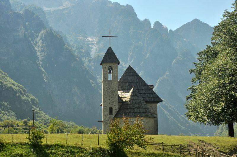 Kościółek z 1892 roku. Klasyczna fota z Theth.