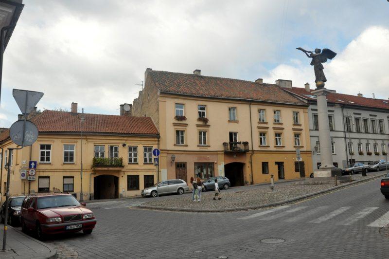 Centralny placyk z rzeźbą Anioła Zarzecza (Użupio Angelas).