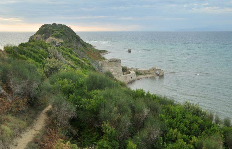 Forteca Skanderberga na samym końcu półwyspu.